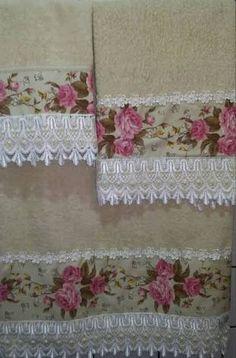 Explore Costura com Arte . Applique Designs, Embroidery Designs, Bathroom Towel Decor, Towel Dress, Crochet Towel, Towel Crafts, Decorative Towels, Linens And Lace, Vintage Crafts