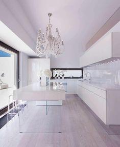 cuisine moderne avec ilot central blanc pieds verre transparent style minimaliste