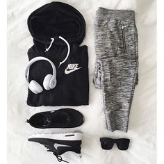 Outfit grid - Hoodie & marl joggers