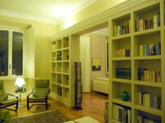 libreria in cartongesso con cornice in gesso