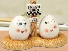 Fresh Eggs With Tray Salt & Pepper Shakers Set Ceramic by Popular Creations…