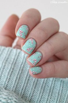 25 Festive Christmas Nail Ideas That'll Have You Fa-La-La-ing in Love nail designs for summer nail designs for short nails 2019 nail art stickers online best nail stickers best nail polish strips 2019 Xmas Nails, Holiday Nails, Christmas Nail Polish, Cute Christmas Nails, Simple Christmas, Winter Christmas, Love Nails, Fun Nails, How To Do Nails