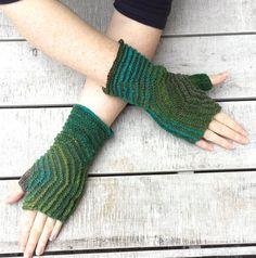 Free Knitting Pattern - Fingerless Gloves & Mitts: Hexagon Mitts