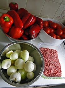 kudy-kam...: Masovo-zeleninová směs tousty Sausage, Recipies, Homemade, Canning, Meat, Vegetables, Food, Red Peppers, Recipes