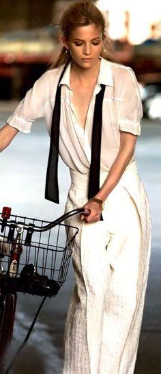 Anne-Marie Van Dijk for Elle Italia.