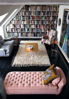 Stunning home libraries, what could be better? Let's take a look at 15 home libraries that have caught my design eyes. Ready to curl up with a good book? Vintage Interior Design, Home Interior Design, Interior Ideas, Interior Decorating, Luxury Interior, Room Interior, Modern Interior, Luxury Decor, Home Library Design