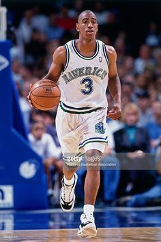 Kevin Ollie #3 of the Dallas Mavericks dribbles the ball on January 1, 1998 in Dallas, Texas.