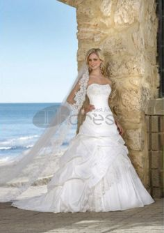 A-Line/Princess Sweetheart Chapel Train Taffeta Lace Wedding Dresses with Ruffle Beadwork (002004436)
