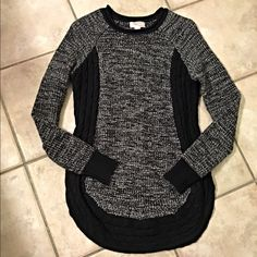 Marled/cable knit rounded split hem sweater! Love this piece- marled with thick cable knit accents on sides and around the split hemline- cozy and very figure flattering! Forever 21 Sweaters Crew & Scoop Necks