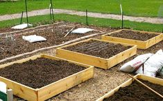 Raised garden beds do not have to be expensive! Here are cheap, fast tips for building raised garden beds for productive plants, from The Old Farmer's Almanac. Garden Yard Ideas, Lawn And Garden, Garden Projects, Garden Landscaping, Garden Boxes, Raised Garden Beds, Raised Beds, Raised Pond, Raised Gardens