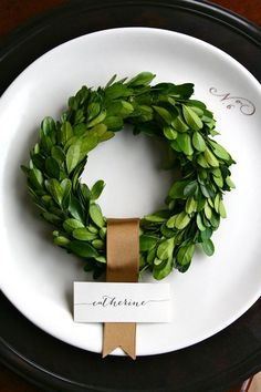 Mini boxwood wreath place cards