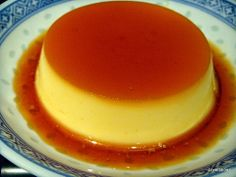 Creme Caramel Custard - looks like the Cuban dessert called flan. Tease your taste buds! Homemade Desserts, Great Desserts, Frozen Desserts, Delicious Desserts, Dessert Recipes, Caramel Flan, Caramel Recipes, Cuban Recipes, Sweet Recipes