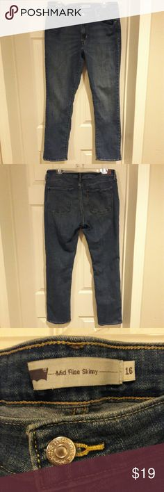 Levi's - Mid Rise Skinny jeans In perfect condition. Look like new. Very comfortable broken in denim jeans. Pair them with a top from my closet! Bundle and save! From a smoke and pet free home. Fast shipping! Levi's Jeans Skinny