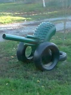 I'm gonna Put my Potato cannon on mine when i make it. Kids Outdoor Play, Outdoor Play Areas, Outdoor Fun, Outdoor Projects, Garden Projects, Tire Playground, Tire Craft, Tire Garden, Reuse Old Tires
