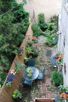 garden patio in a small space, very ingenious  philadelphiagreen.wordpress.com