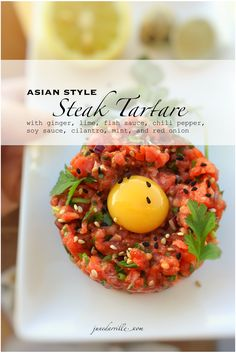 Classic dishes meets fusion cuisine: here& a colorful Asian style steak tartare, what a flavor bomb! Easy to make ahead, the perfect starter! Asian Recipes, Beef Recipes, Cooking Recipes, Healthy Recipes, Sushi Recipes, Healthy Foods, Dessert Recipes, Steak Tartare, Food Blogs