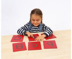 Lettres alphabet majuscules Montessori / L'îlot éducatif