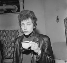 Backstage at his famous Manchester Free Trade Hall Concert 7 May 1965 by Mark & Colleen Hayward When Bob Dylan is Drinking | NSF