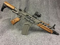 — cerebralzero:   Custom AR-15 SBR.  viaanibal999r
