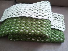 Free crochet pattern for 2-sided baby afghan