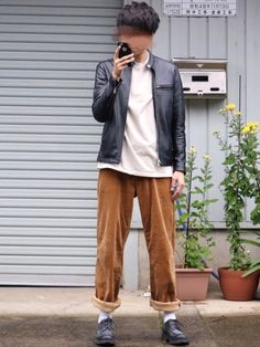 雨やぁ〜〜〜☔️ 家の前にて撮影しました✨ コーデュロイパンツ可愛いん ロールアップか