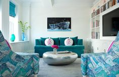 teal couch with pillows-love, also like the built in under the window-House of Turquoise: Fawn Galli Interior Design Colourful Living Room, Living Room Colors, My Living Room, Living Room Furniture, House Of Turquoise, Turquoise Room, Beautiful Interior Design, Beautiful Interiors, Blue Rooms