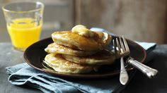 American pancakes This American pancake recipe is quick and easy to make. All you will need is 10 minutes to make cooked pancakes. This recipe serves breakfast for Easy American Pancakes, American Breakfast, Breakfast Pancakes, Breakfast Recipes, Breakfast Ideas, Crock Pot Baked Potatoes, My Favorite Food, Favorite Recipes, Coconut Flour Pancakes