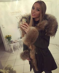 @Regrann from @ola_wanserska - Jakie macie plany na weekend? Ja niestety leżę w łożku chora i mam nadzieje ze szybko wyzdrowieje #me #metoday #potd #pictureoftheday #wiwt #whatiworetoday #ootd #outfitoftheday #ootdmagazine #furparka #fur #louisvuitton #valentinobag #valentinoglamlock #instadaily #instaaddict #instablogger #fashionblogger #fashionblogger_de #fashionblogger_muc #germanblogger #blogger #blogger_de #lifestyleblogger #prettylittleiiinspo #kissinfashion #bestoftheday #lo...