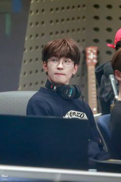 "Blood_Wonwoo on Twitter: ""190122 볼륨을 높혀요 원우 선배님💕 #원우 #세븐틴 #WONWOO #SEVENTEEN @pledis_17… """