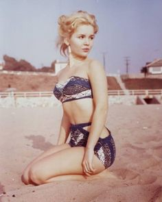 creepingirrelevance:    hollyhocksandtulips:    Tuesday Weld -    (Where I wish I was, timewise and placewise, right now)