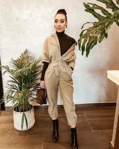 Loving today's weather in Johannesburg 🌧 Decided that I'm not spending my day in bed today so I have put together a look but have no… Khakis Outfit, Street Chic, Street Style, Edgy Chic, Business Women, Business Lady, Casual Winter Outfits, Wedding Styles, What To Wear