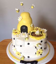 Baby shower Bee Cake baybee shower mommy to bee by shweetcakery