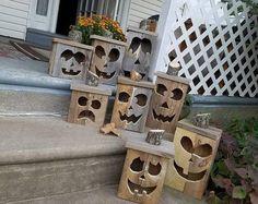 Wooden jack-o-lantern, wood pumpkin, fall decoration, porch pumpkin, wood jack-o-lantern, Halloween decor, autumn pumpkin, porch decor #halloweendecorating