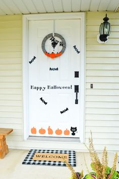 DIY Halloween Door Decorations Are Easy with Vinyl Halloween Projects, Halloween Diy, Happy Halloween, Diy Projects, Diy Halloween Door Decorations, How To Make Diy, Silhouette Projects, Porch Decorating, Cricut Design