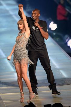 Taylor brought out Kobe Bryant as the special guest during Style at the 1989 World Tour in Los Angeles night one! 8.21.15