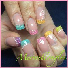 Gel uv ongles  en gel multicolore déco paillettes et stamping