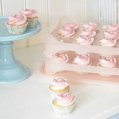 : @annebrith.no  #cupcakes #delikat #beautiful #inspirasjon #annebrith #detlilleekstra #dinbabyshower #nettbutikk #babyshower #dåp #navnefest  #fødsel #gravid #baby #fest  #babyfest #babypynt
