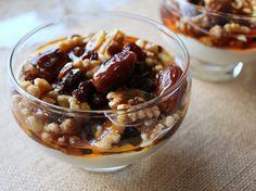 Greek Yogurt with Dried Fruit and Honey - Que Rica Vida