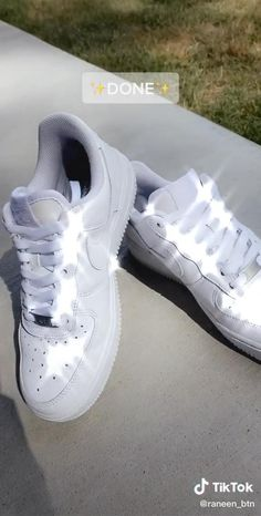 How To Clean White Sneakers, Clean Shoes, All White Nike Shoes, Nike Casual Shoes, Cleaning White Vans, Cleaning Sneakers, Zapatillas Nike Air Force, Nike Shoes Air Force, Air Force Sneakers