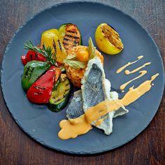 Na talerzu w piątek DOURADO Filet z dorady z sosem homarowym, risotto Calabrese oraz grillowane warzywa (źródło: Restauracja Maranello/ karta menu) http://maranello.pl/restauracja