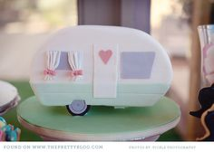 This is the cutest little cake. Camper Van Cake, Camper Cakes, Caravan Cake, Cupcakes, Cupcake Cookies, Sugar Cookies, Pretty Cakes, Beautiful Cakes, Amazing Cakes