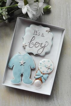 A beautiful gift box celebrating the newborn. Box contains 3 freshly baked gingerbread - Baby Boy Cookies, Baby Shower Cookies, Heart Cookies, Cookie Favors, Cookie Gifts, Cookie Gift Boxes, Baby Boy Shower, Baby Shower Gifts, Gateau Baby Shower
