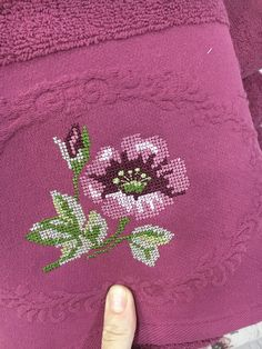 Crochet Bedspread, Bargello, Chain Stitch, Cross Stitch Patterns, Needlework, Embroidery, Cross Stitch Flowers, Bathroom Towels, Dot Patterns
