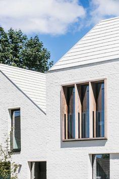 Park De Borchgrave Olsene residential housing project of ABS Bouwteam Architecture Concept Drawings, Wood Architecture, Minimalist Architecture, Exterior Design, Interior And Exterior, Balcon Juliette, White Exterior Houses, Brick Facade, House Design