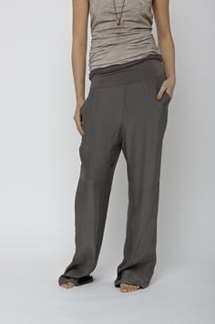 *like the classic yoga pant styling done a bit slouchier, with the added convenience of pockets... that works.