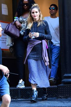 Olivia Palermo is seen at a photoshoot on October 18 2016 in New York City Estilo Olivia Palermo, Olivia Palermo Outfit, Olivia Palermo Lookbook, Olivia Palermo Style, Look Fashion, Girl Fashion, Fashion Tips, Rosie Huntington Whiteley, Street Style 2016