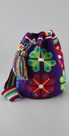 How do I create a Wayuu bag? Mochila Crochet, Tapestry Crochet Patterns, Diy Bags Purses, Tapestry Bag, Art Bag, Boho Bags, Crochet Purses, Knitted Bags, Crochet Accessories