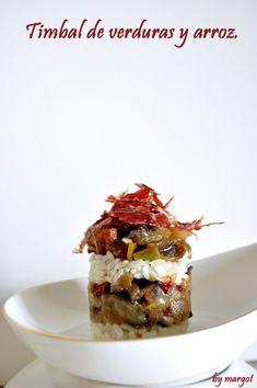 Adoro las verduras,cualquier mezcla les sienta bien.Estas con arroz,y un toque de virutas de jamón Ibérico están...ummmmm!!!Ingredientes:virutas de jamón Ibérico.6 tomates secos en aceite.1 berenjena.1 pimiento rojo.1/2 puerro.1/2 cebolla.arroz hervido.pimienta.aceite. Chicken Salad Recipes, Seafood Recipes, Wine Recipes, Cooking Recipes, Savory Crepes, Fusion Food, Food Decoration, Appetizers For Party, Quick Easy Meals