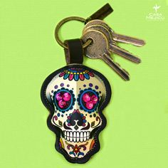 Lleva a México en cada detalle. ¡Te esperamos! #hechoenméxico #detallesqueenamoran #casamejicú Arte Popular, Personalized Items, Mexican Crafts, Skulls, Mexican, Objects, Accessories