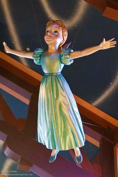 <3  World of Disney Store  <3
